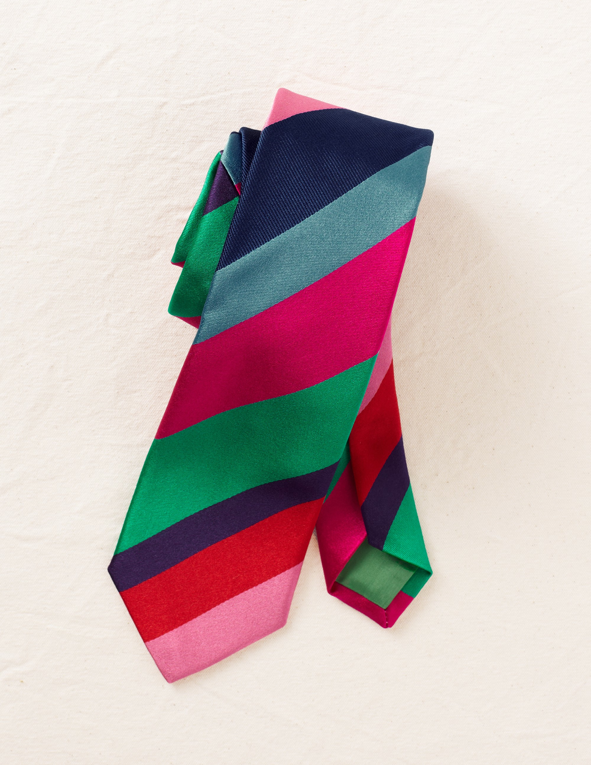I love the colors on this modern tie