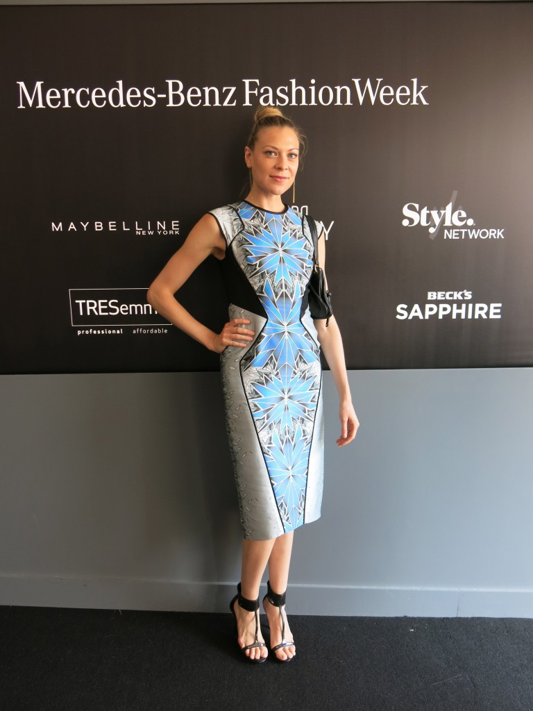 A fashionable attende wearing Bibhu Mohapatra