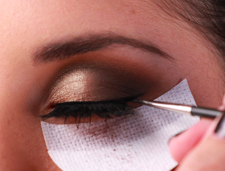 Prevent Eye Shadow From Falling On Your Face